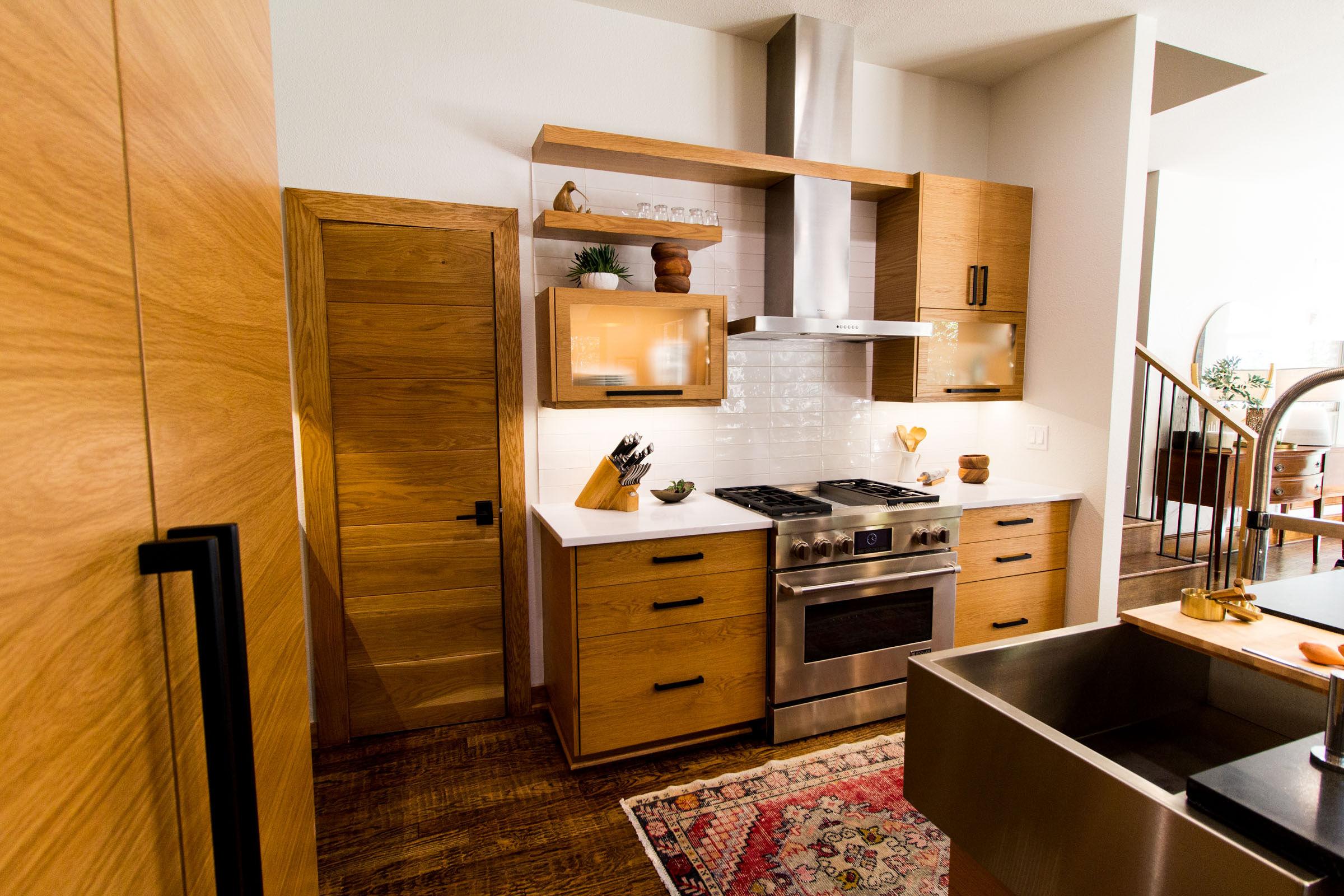 Stainless steel cooktop, blonde cabinets, scandinavian decor