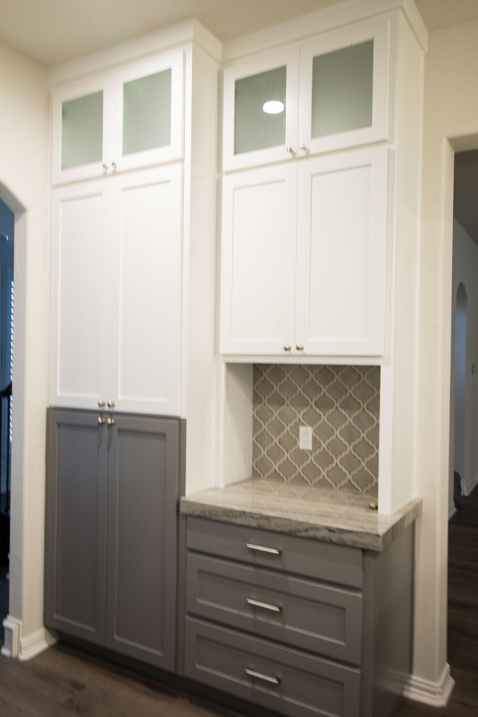Contemporary kitchen remodel, white upper cabinets, grey lower cabinets, multicolor cabinets, grey glass arabesque backsplash